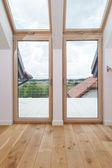 Quarto com janelas grandes — Foto Stock