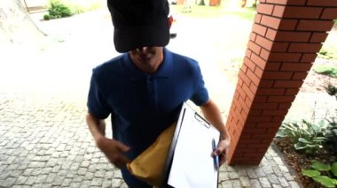 Man delivering a package and asking for a signature — Stock Video