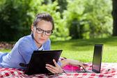 Businesswoman working on computer — Stock Photo