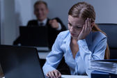 Man deriding female co-worker — Stock Photo