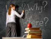 Tahtaya yazma öğrenci — Stok fotoğraf