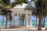 White rotunda for weddings on a tropical beach — Stock Photo