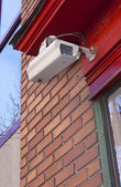 Security surveillance camera mounted on brick wall. — Foto Stock