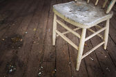 Old damaged chair — Stockfoto