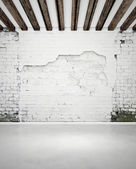Damaged brick wall and concrete floor — Stock Photo