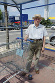 Senior with shopping cart — Stock Photo