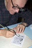 The old cartoonist drawing — ストック写真