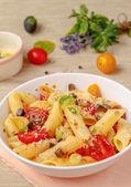 Penne pasta met verse tomaten — Stockfoto