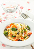 Spaghetti with broccoli and tomatoes — Stock Photo