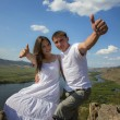 Couple showing trumbs up in mountains — Foto Stock