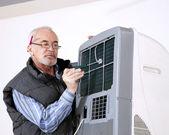 Man repairing air conditioning — Stock Photo