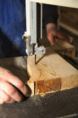 Man carving  tree with electric tool — Stock Photo