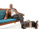 ソファの上の男 — ストック写真