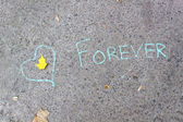 "Heart and an inscription in chalk"" forever"" on concrete — Stock Photo"