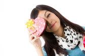Asiatisk kvinna alla hjärtans dag — Stockfoto
