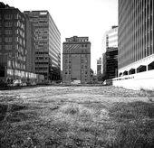 Empty undeveloped city block — Stock Photo