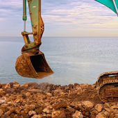 Excavation des rochers au bord de la mer — Photo