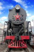 老蒸汽机车对蓝蓝的天空 — 图库照片