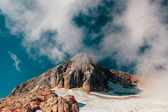 Peak mountain and clouds — Stock Photo