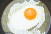 Fried egg on teflon pan — Stock Photo
