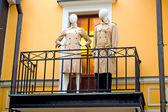 Манекены на балконе — Стоковое фото