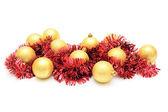 Natal card.yellow esferas e enfeites vermelho. — Fotografia Stock