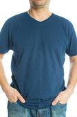 T-shirt bleu sur un jeune homme — Photo