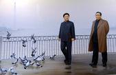 Probagandaplakat Kim Il Sung mit seinem Sohn Kim Jong Il in Py — Stock Photo