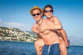Mutlu yaz çift — Stok fotoğraf