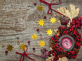 Christmas candle with winter berries, stars, beads, leaves — Foto de Stock