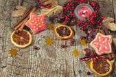 Christmas candle with winter berries, stars, nuts — Stockfoto