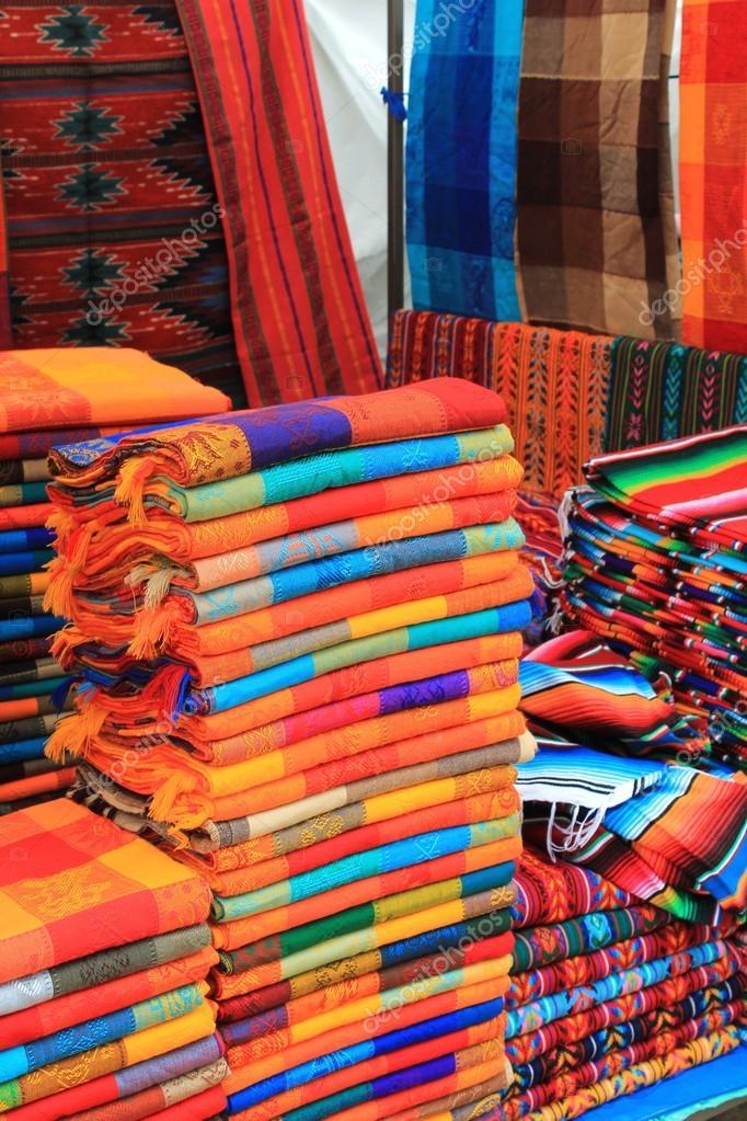 Armario De Quarto Solteiro Casas Bahia ~ Tela colorida para venda em um mercado de artesanato mexicano u2014 Fotografia de Stock #28443539