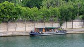 Houseboat on the River Seine in Paris, France — Foto de Stock