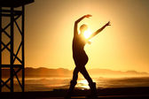 LAdy dancing silhouette at sunrise — Stock Photo