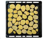 Sliced potato slices on a baking sheet — Stock Photo