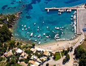 Palaiokastritsa 端口在科孚岛,鸟瞰图 — 图库照片