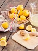 Preparing lemonade — Stock Photo