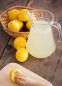 Preparing lemonade — Stock Photo