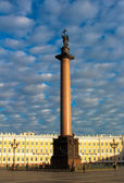 Alexander Column at the Palace Square in Saint Petersburg, Russia — Foto de Stock