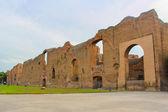 Una vista de los restos de los baños de caracalla en roma, italia — Foto de Stock