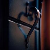 Italy. Venice. Door handle in the shape of heart — Stock Photo