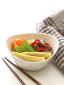 Hokkien mee noodles, vegetable and beef — Stock Photo