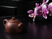 Traditional Chinese teapot with orchid flowers — Stockfoto