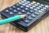 Matita e calcolatrice — Foto Stock