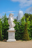 Statue of liberty with eagle in the Gardens of Versailles, Franc — Stock Photo