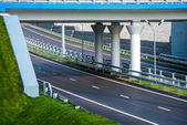 Route sous le pont — Photo