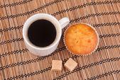 Ahşap yüzey üzerinde beyaz çin fincan espresso kahve — Stok fotoğraf