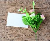 Bahar çiçekleri ile boş kağıt kartı — Stok fotoğraf