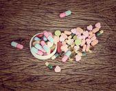 Разные таблетки таблетки для здравоохранения — Стоковое фото