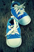 Baby sneakers on wood background — ストック写真